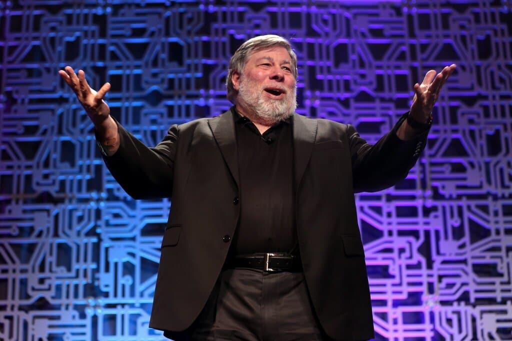 Apple Co-Founder Steve Wozniak to Remove Space Debris with New Company